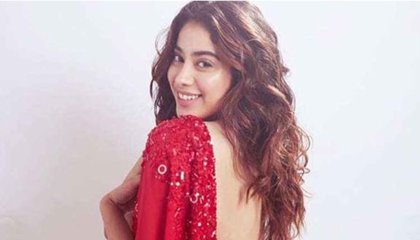 Janhvi Kapoor says she would love to recreate THESE dance numbers of mom Sridevi