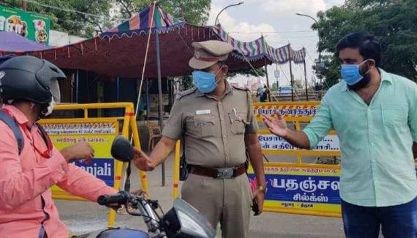 Sasikumar volunteers with cops in Madurai