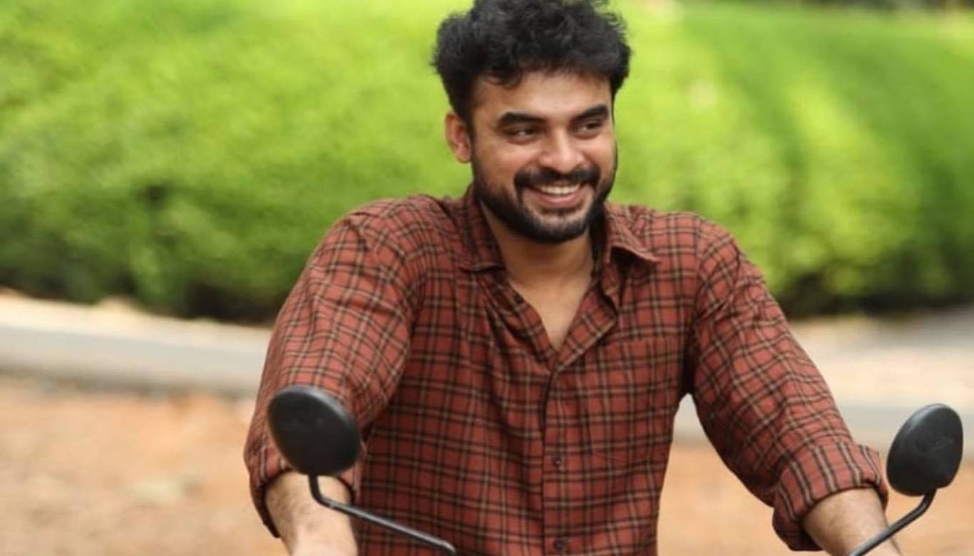 Tovino Thomas to play the lead in Varavu