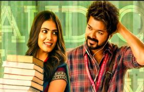 Malavika Mohanan showers commends on Vijay!