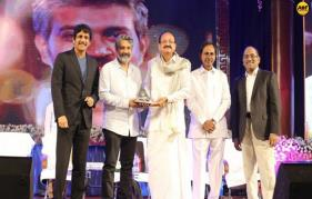 S S Rajamouli receives ANR award!