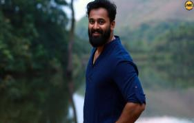 Unni Mukundan turns singer again