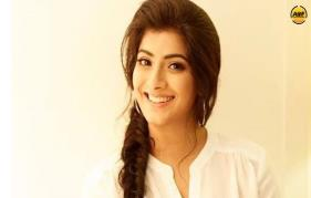 Varalaxmi  sarathkumar walk out jayaram film