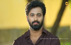unni mukundan turns lyricist and singer for achayan